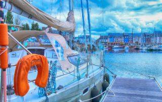 barca a vela con motore elettrico
